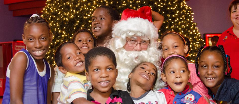 MovieTowne Spreads Christmas Magic